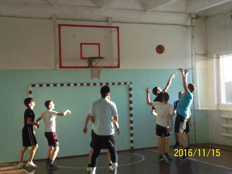 Змагання з баскетболу серед юнаків І-ІІІ курсів