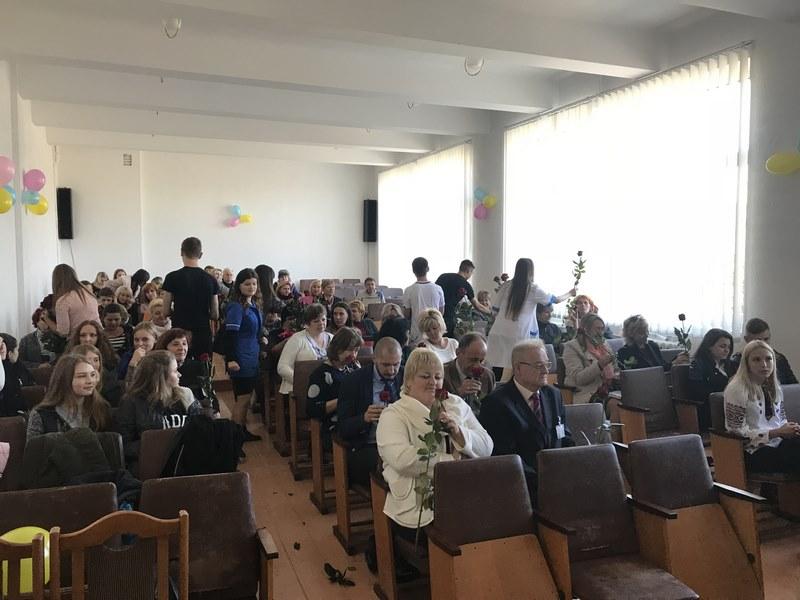 Студенти групи БО-31 вітали викладачів і працівників з їхнім професійним святом
